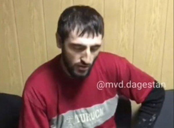 В Дагестане мужчина с топором напал на школу в маске Джокера