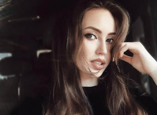 Ставшая копией Джоли беременная Костенко потрясла фанатов пикантным фото с Тарасовым
