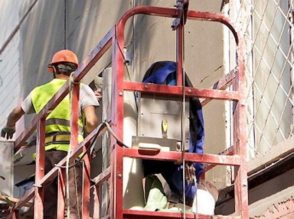 В Москве упала строительная люлька с рабочими, есть погибшие