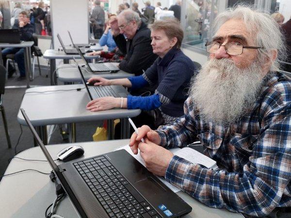 Предпенсионеры массово пожаловались на увольнения в Роструд