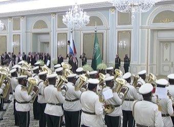 Сеть высмеяла саудитов, исполнивших российский гимн для Путина