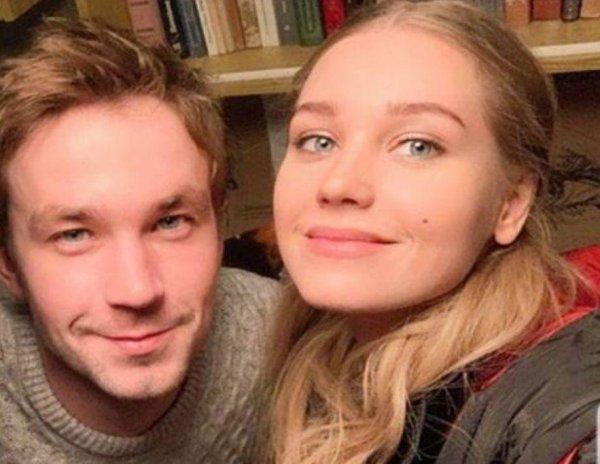 СМИ: Кристина Асмус на гастролях провела ночь в номере Александра Петрова