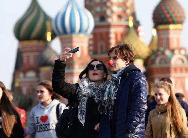 """""""Это рекорд за 10 лет"""": 53% молодых россиян  хотели бы уехать из страны"""