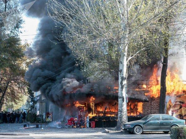 В центре Бишкека прогремело три взрыва (ВИДЕО)