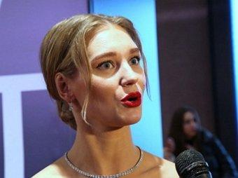 Гарику это неприятно: Асмус в слезах отказалась от секс-сцен после скандала с видео из фильма Текст