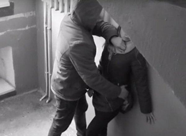 В Саратове вор отвлек ребенка, пока напарник насиловал мать