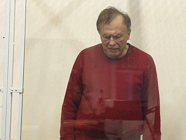 """""""Привязал к стулу и включил утюг"""": Садальский рассказал, как доцент-маньяк пытал другую студентку"""