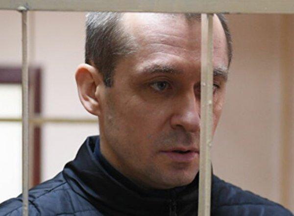 Склонен к побегу и нападению: полковника Захарченко назвали опасным для окружающих