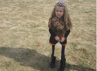 Фото девочки с ненормально худыми ногами сломало мозг интернет-пользователям