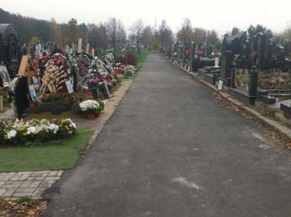 На Троекуровском кладбище женщина умерла на похоронах матери