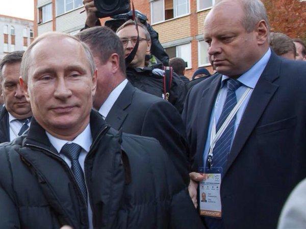 Закрывал лицо мальчика ладонью: неизвестное видео встречи Путина с народом появилось в Сети