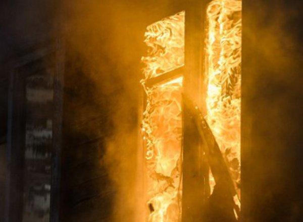 Взрыв и пожар в многоэтажке в Москве: есть пострадавшие (ВИДЕО)