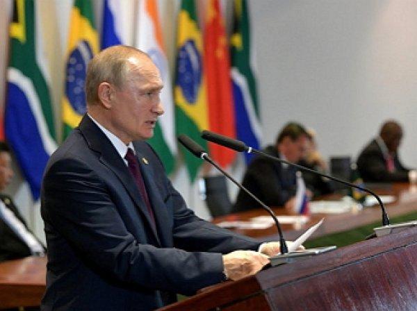 """""""Путин, спецназ и строгая женщина"""": загадочная незнакомка в компании с Путиным взбудоражила Сеть"""