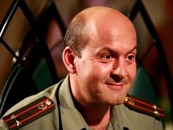 СМИ нашли у избитого актера Гришечкина 29-летнего сожителя из ансамбля Александрова