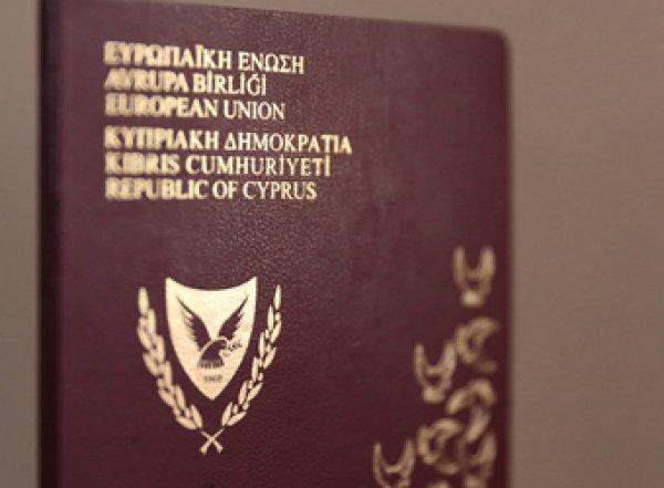 """Власти Кипра отобрали """"золотые паспорта"""" у девяти россиян"""