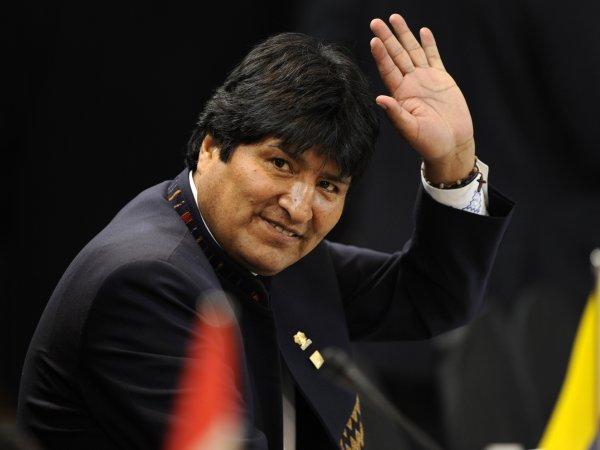 В Боливии президент ушел в отставку на фоне массовых протестов