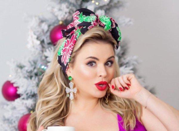 Анна Семенович запустила туфлей вПутина