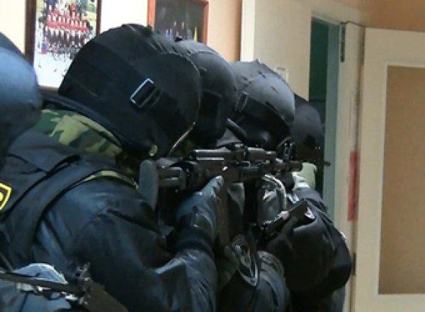 В центре Ростова подполковник Следкома захватил в заложники жену и ребенка (ФОТО, ВИДЕО)