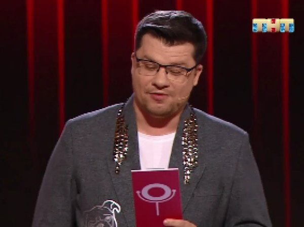 """Я на тебе сидел!"": опозоренный гостем Харламов закатил скандал на сцене Comedy Club (ВИДЕО)"