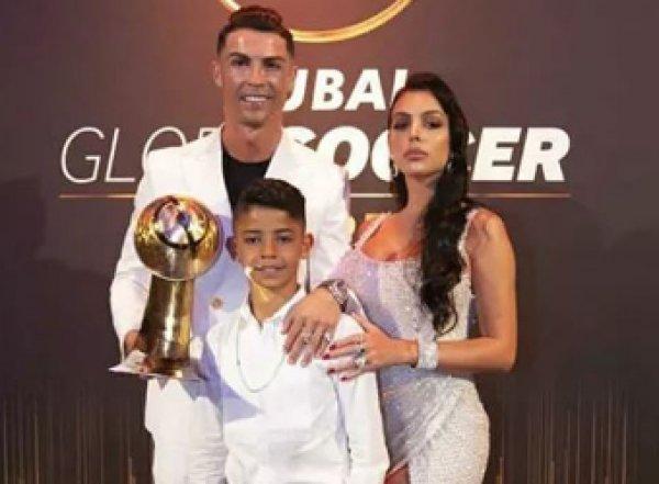 Роналду стал лучшим футболистом года по версии Globe Soccer Awards