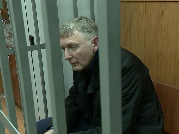 СМИ: арестованный генерал ФТС хранил дома золотые слитки и сотни тысяч в евро и долларах