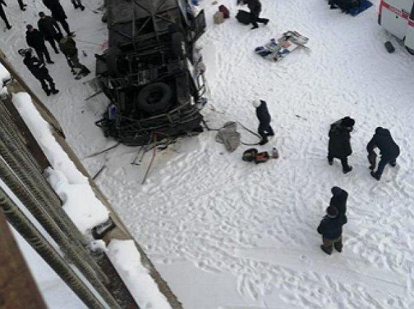 Жуткая авария в Забайкалье: автобус с людьми упал с моста, 15 погибших (ФОТО, ВИДЕО)