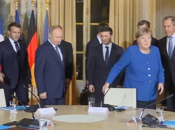 """""""А вас, Штирлиц, я попрошу остаться"""": Парижский саммит начался с конфуза Зеленского перед Путиным"""