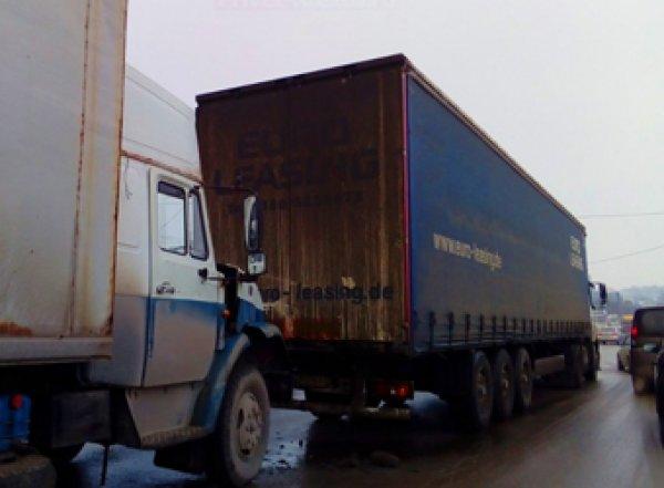 Ростовский дальнобойщик умер, увидев трупы после ДТП