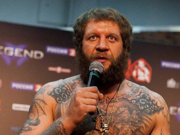 Александр Емельяненко дал жесткий ответ назвавшему его мертвым брату Федору