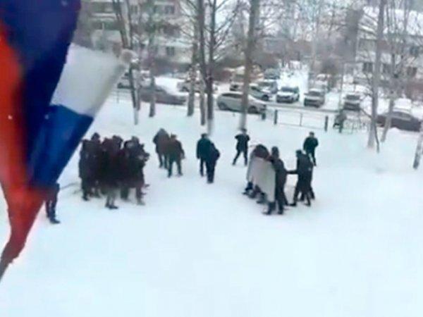 СМИ: в Татарстане силовики тренировались разгонять митинги на девятиклассниках (ВИДЕО)