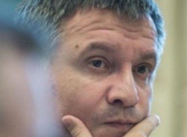 """""""Бросил бумаги на стол"""": Аваков рассказал о «сдавших» в Париже нервах Суркова"""