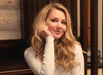 Кожевникова из Универа восхитила Сеть редким фото с сестрой