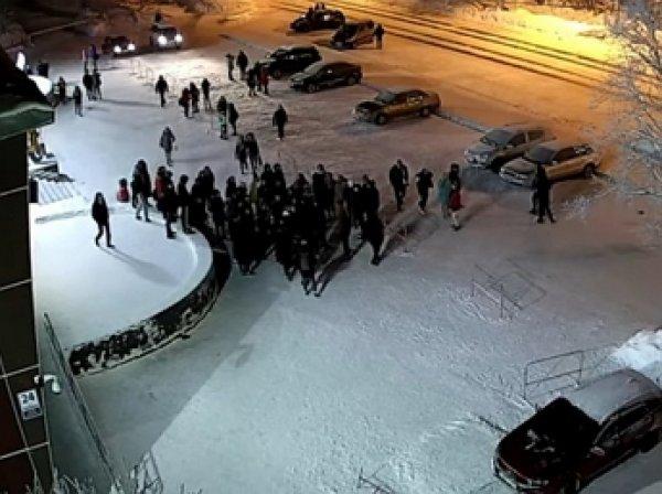 В Апатитах толпа подростков избила наряд полиции