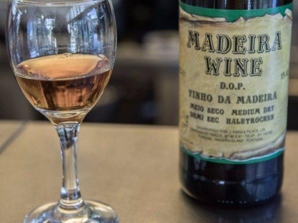 Ученые назвали самые опасные алкогольные напитки, вызывающие сильное похмелье