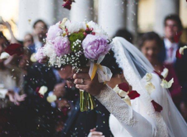 Жених отомстил невесте, показав гостям на свадьбе видео ее измены