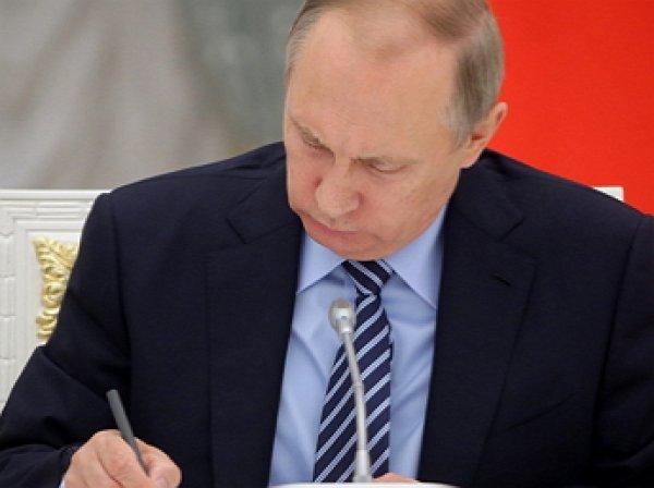 Путин подписал закон о расширении списка СМИ-иноагентов