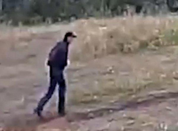 СКР опубликовал видео подозреваемого в убийстве двух девушек на Урале, обещая 1 млн за его опознание