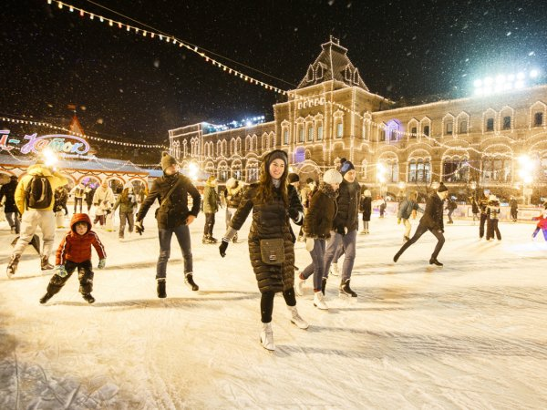 Мужчина погиб после катания на коньках на Красной площади