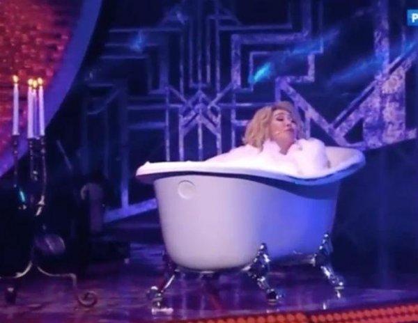 «Унитаз на очереди»: 65-летняя Успенская шокировала зрителей, приняв голой ванну на шоу Малахова  (ВИДЕО)