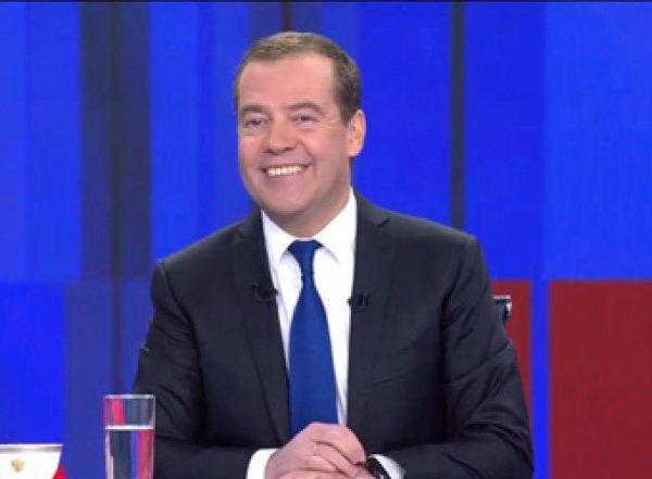 Медведев ответил Батрутдинову шуткой про Харламова