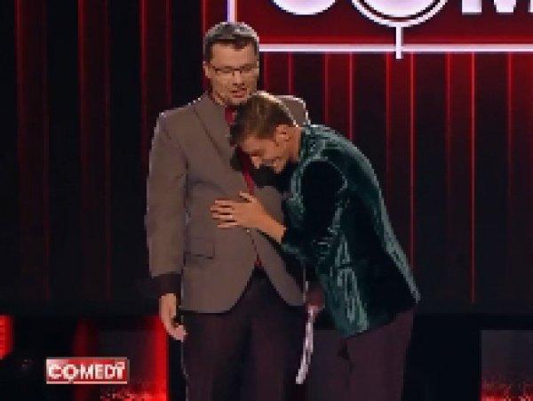 """Очко запотело"": Харламов и Воля показали ласки от эксперта-сексолога на сцене Comedy Club (ВИДЕО)"