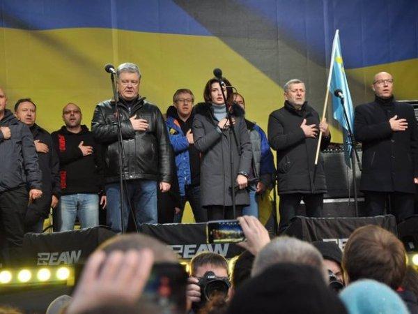 В Париже закидали яйцами украинцев, а в Киеве - Порошенко (ВИДЕО)