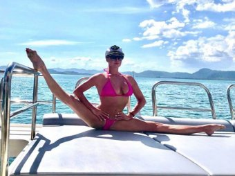 Заткнуться надо Вам: Волочкова оголила грудь и засветила любовника в Таиланде (ФОТО)