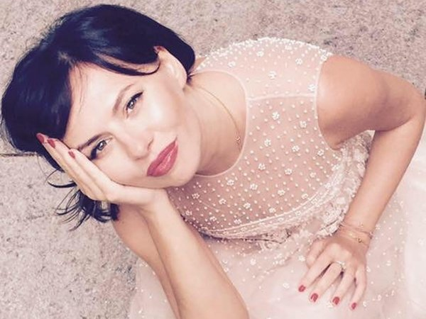 Выставившая голый зад напоказ подруга Собчак пообещала 100 тысяч рублей за комментарий к фото