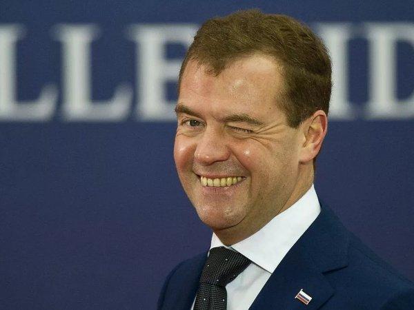 """""""Не знал до последнего"""": выяснились обстоятельства отставки Медведева"""