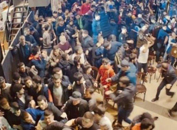 Видео международного побоища на турнире MMA в Москве попало в Сеть