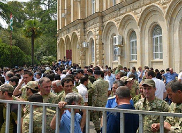 В Абхазии заявили о попытке государственного переворота (ВИДЕО)