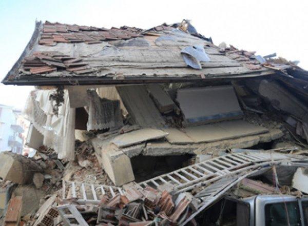 Землетрясение в Турции попало на видео: 20 погибших (ВИДЕО)