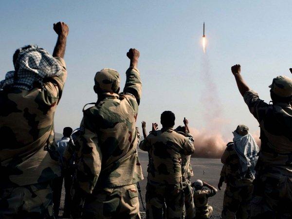 """СМИ: от """"удара возмездия"""" Ирана по базам США в Ираке погибли 80 человек"""