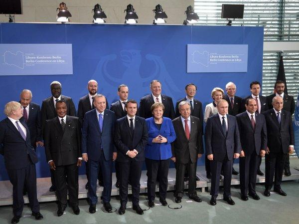 Меркель и Макрон в Берлине потеряли Путина на церемонии фотографирования: конфуз попал на видео